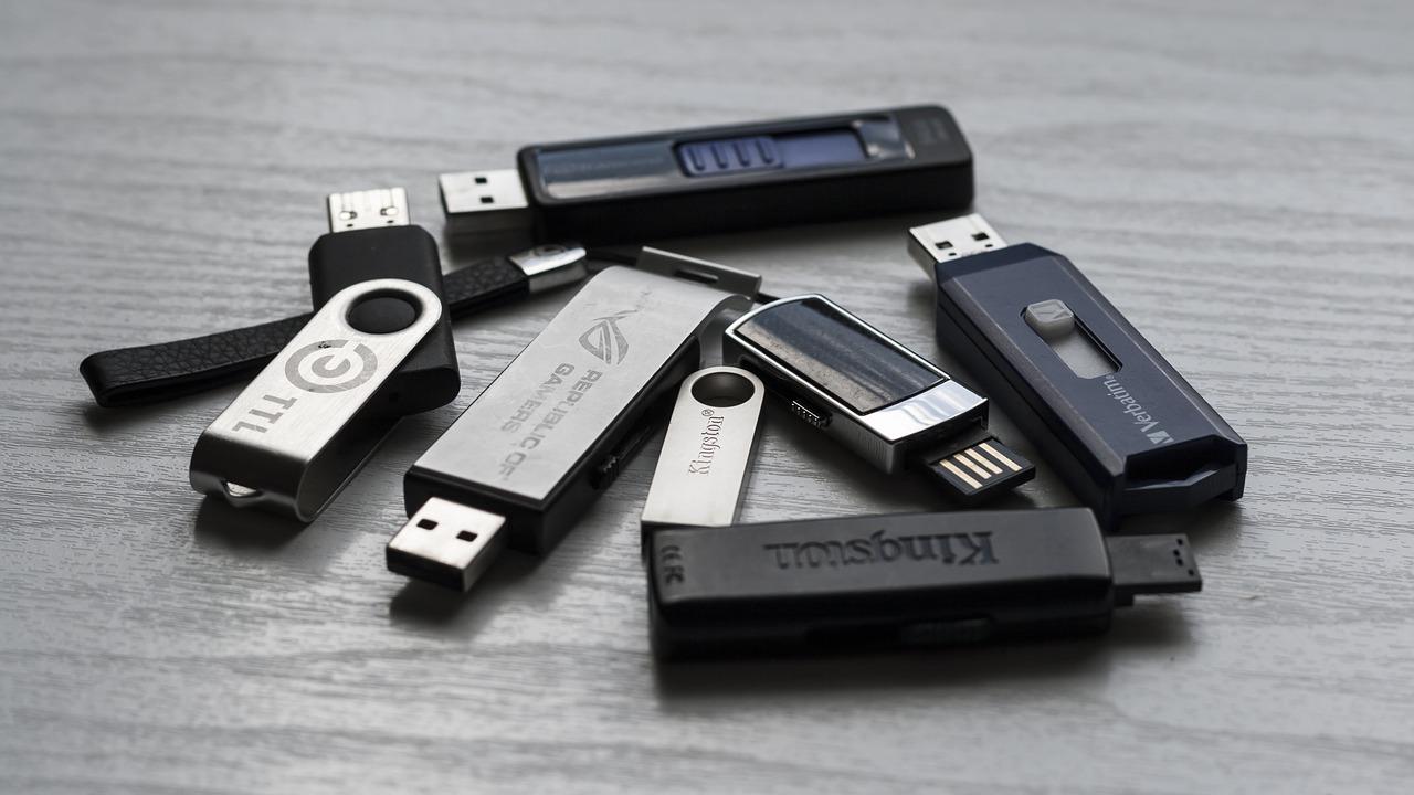 memory-stick-1267620_1280